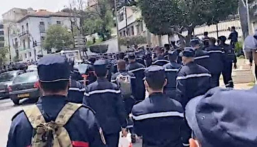Grève et manifestations des pompiers à Alger.